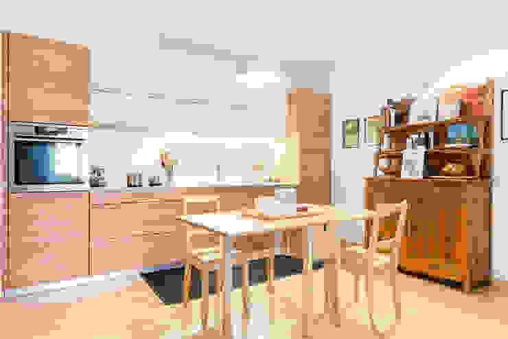 Moderne keukens van Angela Baghino Modern Massief hout Bont