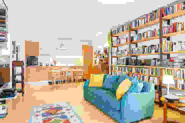 Moderne woonkamers van Angela Baghino Modern Bamboe Groen