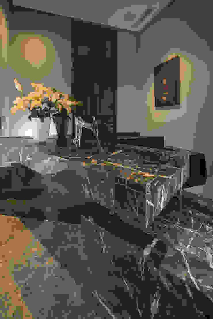 GLR Arquitectos Modern style bathrooms
