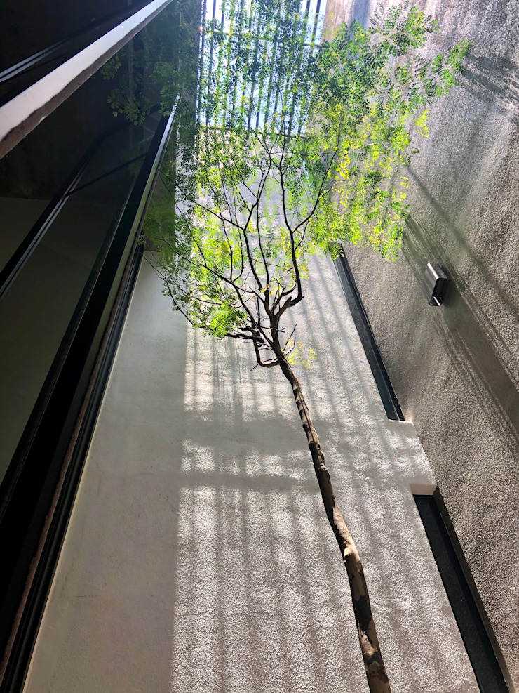 In conjunction with landscaping, the courtyard seems like a private oasis N O T Architecture Sdn Bhd Modern style balcony, porch & terrace