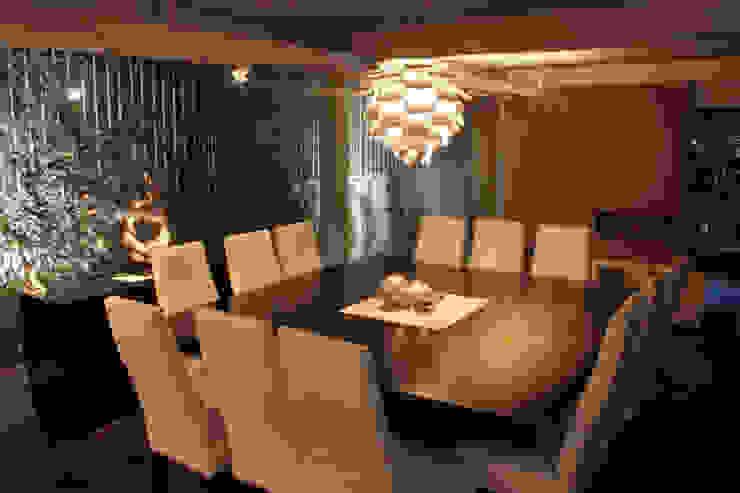 emARTquitectura Arte y Diseño Ruang Makan Modern