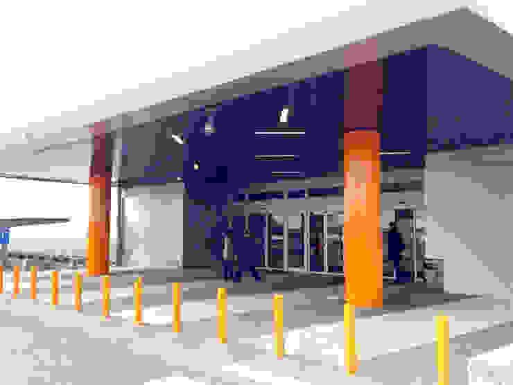 Feralva Carpintería Metálica Office spaces & stores Iron/Steel Orange