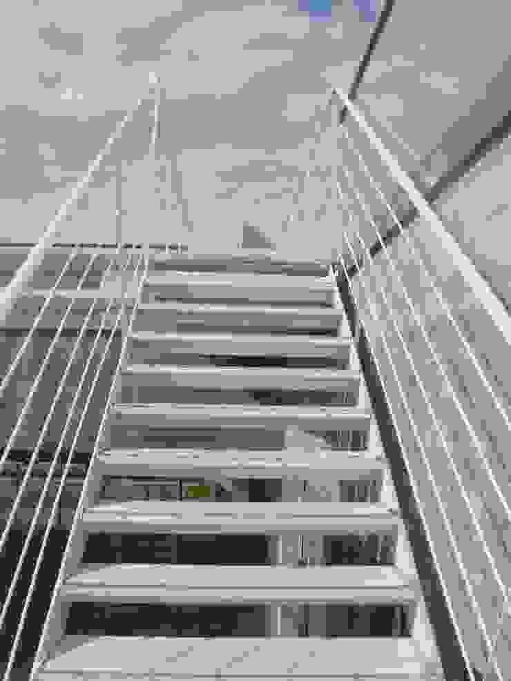 Feralva Carpintería Metálica Office buildings Iron/Steel White