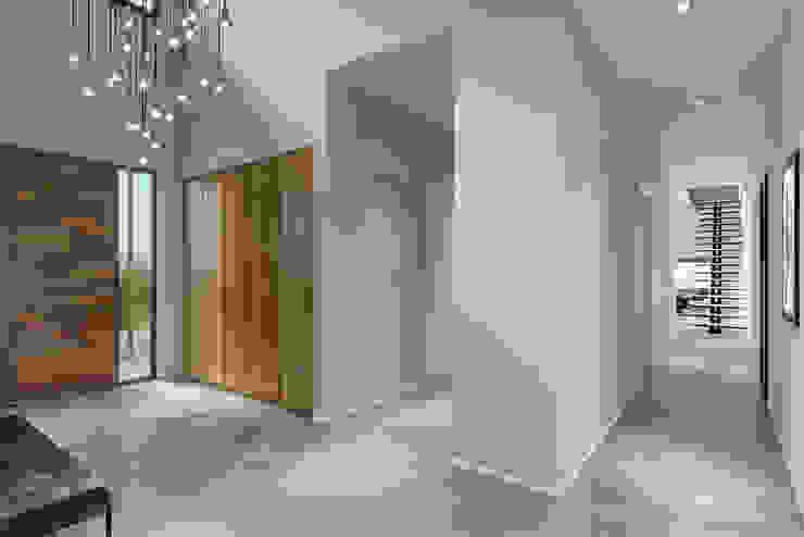 Villa Karaoğlanoğlu Modern Koridor, Hol & Merdivenler yücel partners Modern