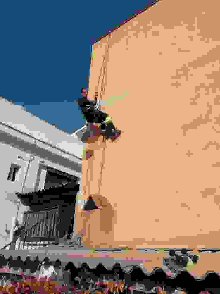 Reparación y sellado de filtraciones en fachada medianera de vivienda unifamiliar EUROPA 9