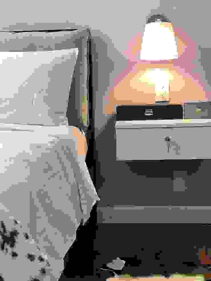 Alejandra Zavala P. BedroomBeds & headboards Flax/Linen Grey