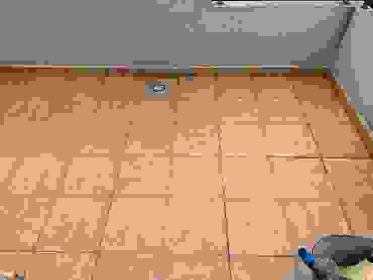 Reparación d efiltraciones que producen goteras y humedades en techo y paredes de la planta inferior de un chalet. EUROPA 9