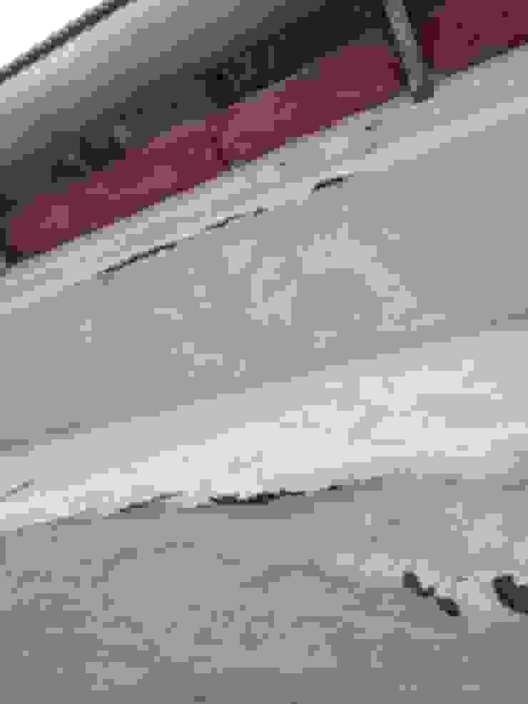 Reparación de goteras y humedades con pintura impermeabilizante de la mejor calidad para reparar goteras y humedades. EUROPA 9