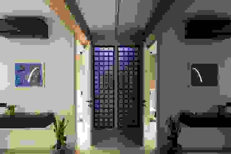 Valencia Architects Pasillos, vestíbulos y escaleras de estilo moderno Vidrio Negro