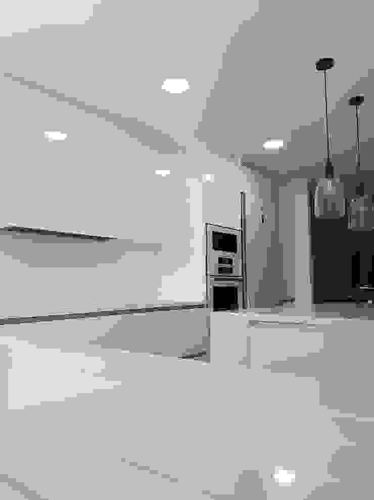 LUMINOSIDAD Y AMPLITUD O. R. Group Cocinas integrales Blanco