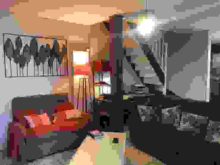 Salon rénové et espace bureau créé sous l'escalier relooké C'LID INTERIEURE SalonEclairage Violet