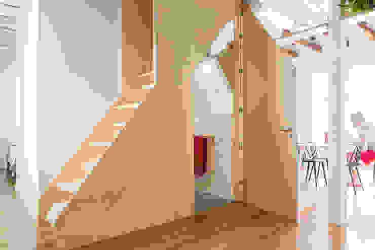Escalera Baño Armario IMAGINEAN Baños de estilo moderno Contrachapado Acabado en madera
