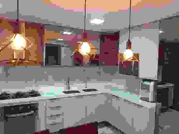 Feng Shui Suly Barreto KitchenCabinets & shelves MDF Amber/Gold
