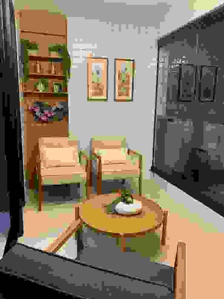 Feng Shui Suly Barreto Balconies, verandas & terraces Furniture Komposit Kayu-Plastik Beige