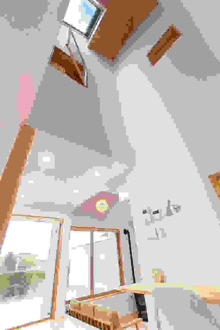 アトリエ・アースワーク Scandinavian style living room White
