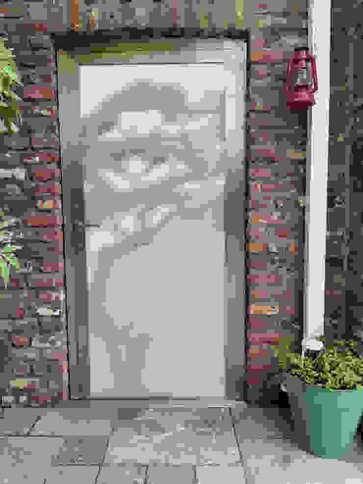 Baumtür Edelstahl Atelier Crouse: Moderner Garten Metall Metallic/Silber