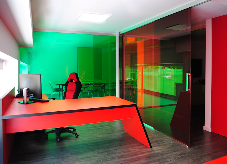 MANUEL TORRES DESIGN ห้องทำงานและสำนักงาน Red