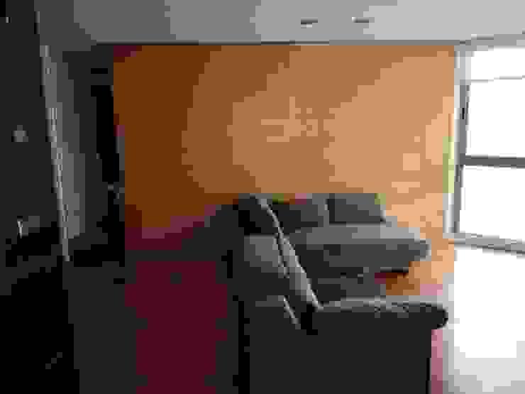 A interiorismo by Maria Andes ห้องนั่งเล่น