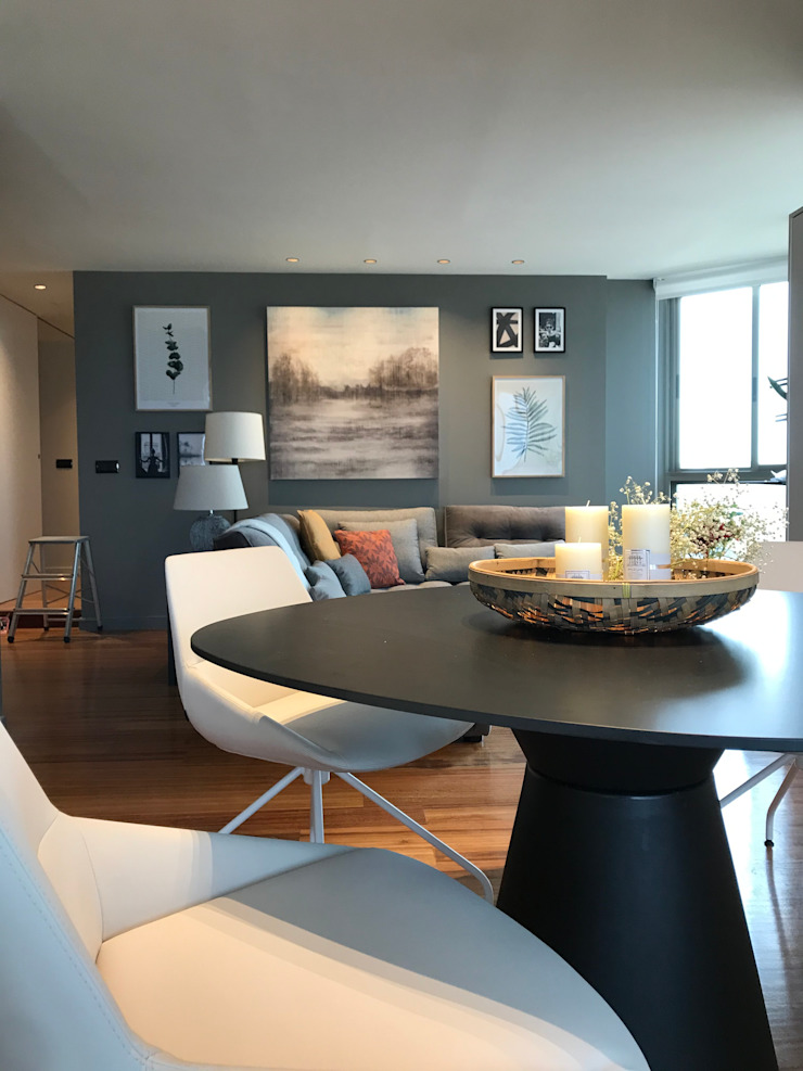 A interiorismo by Maria Andes ห้องนั่งเล่น ไม้ Grey