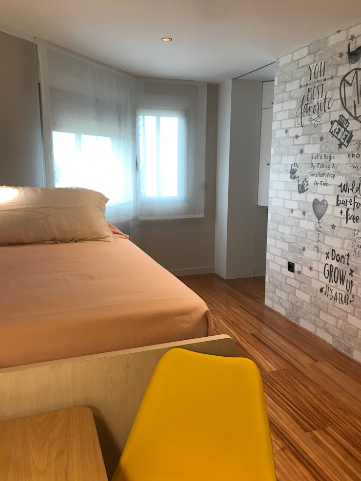 A interiorismo by Maria Andes ห้องนอนเด็กหญิง