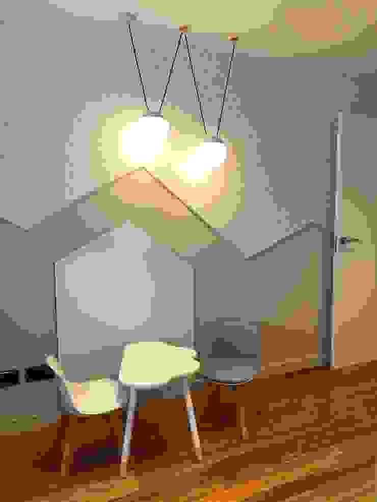 A interiorismo by Maria Andes ห้องเด็กอ่อน
