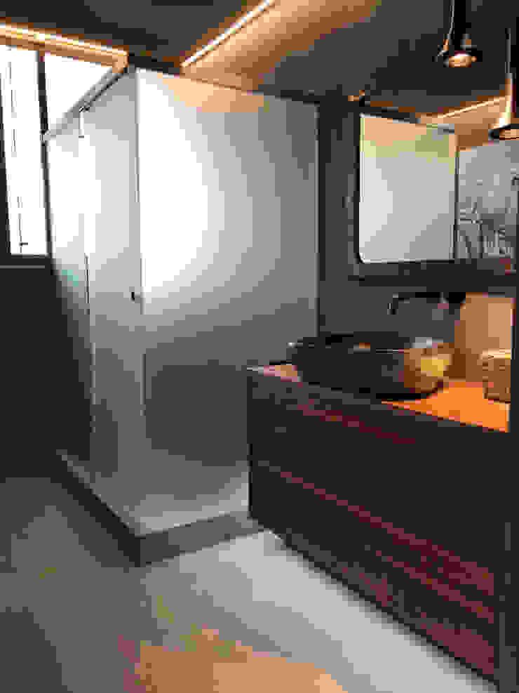 A interiorismo by Maria Andes ห้องน้ำ Grey