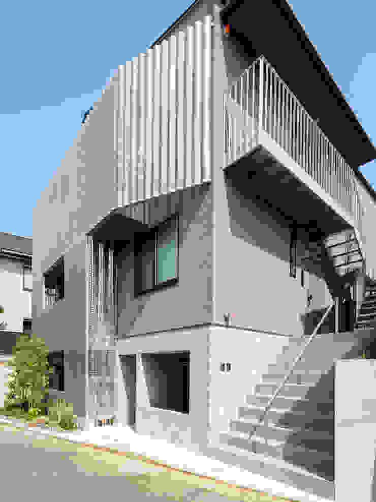 設計事務所アーキプレイス Terrace house Aluminium/Zinc Metallic/Silver