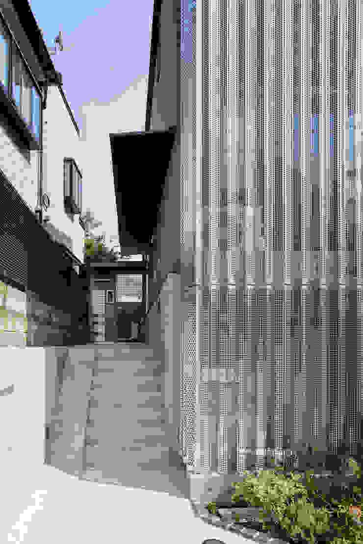 設計事務所アーキプレイス Wooden houses Aluminium/Zinc Metallic/Silver