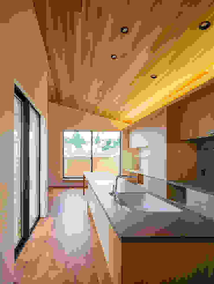 設計事務所アーキプレイス Kitchen units Ceramic Wood effect