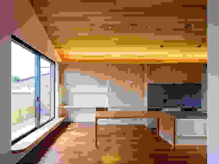 設計事務所アーキプレイス Salle à manger scandinave Bois Effet bois