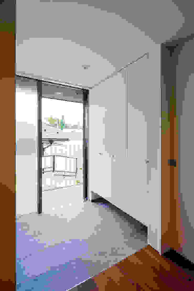 設計事務所アーキプレイス Corridor, hallway & stairsStorage Plywood White