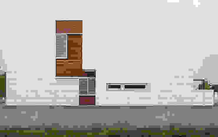 Fachada lateral Soler Valiente Arquitectes Casas de estilo moderno