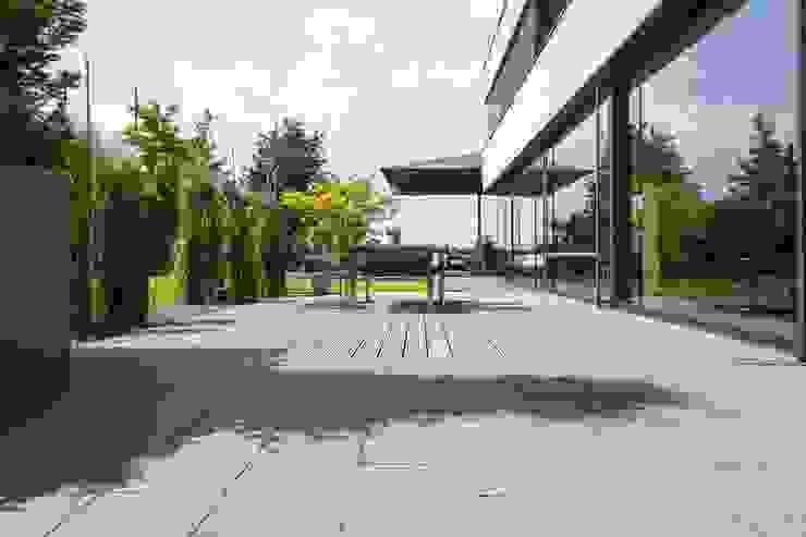 Alles außer Standard. METTEN Stein+Design GmbH & Co. KG Moderner Balkon, Veranda & Terrasse Beton