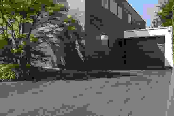Alles außer Standard. METTEN Stein+Design GmbH & Co. KG Moderne Garagen & Schuppen Beton