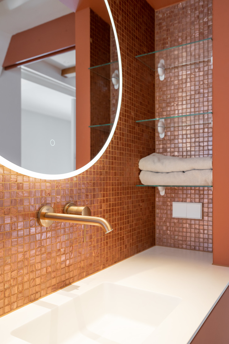 bronskleurige kranen ÈMCÉ interior architecture Moderne badkamers
