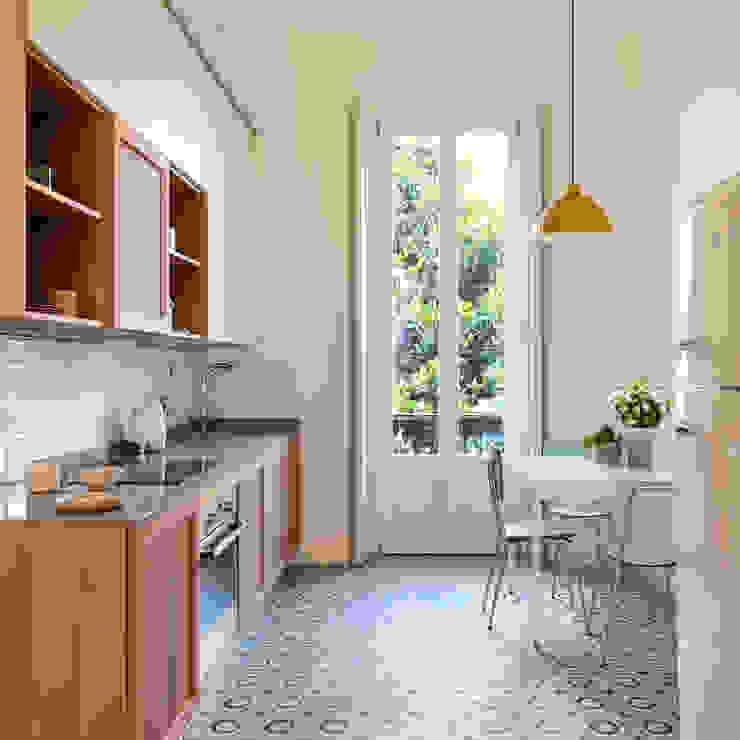 cucina in stile vintage di Lascia la Scia S.n.c. Eclettico Legno Effetto legno