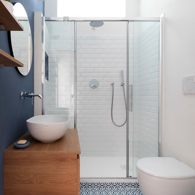 bagno blu cieco Bagno eclettico di Lascia la Scia S.n.c. Eclettico Legno Effetto legno