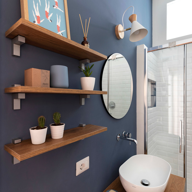 bagno blu Bagno eclettico di Lascia la Scia S.n.c. Eclettico Legno Effetto legno