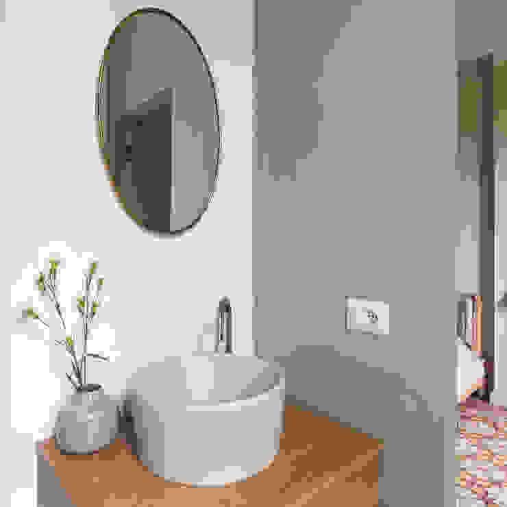 lavandino colorato bagno verde Bagno eclettico di Lascia la Scia S.n.c. Eclettico Legno Effetto legno