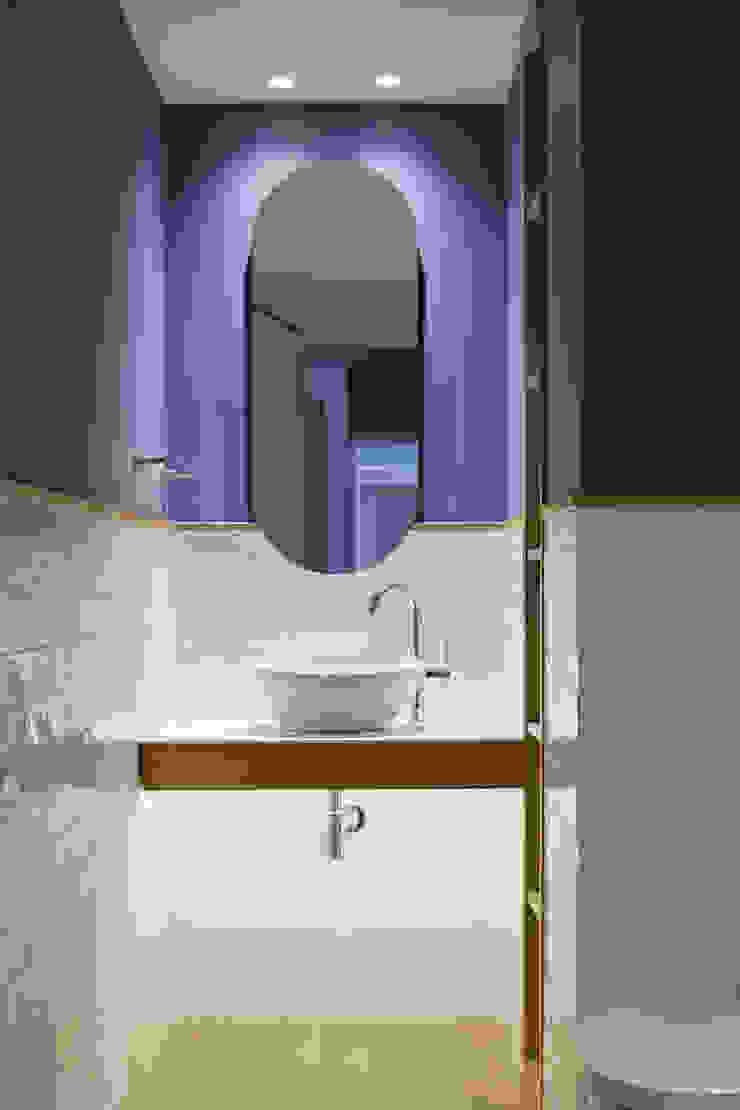 itta estudio Modern style bathrooms