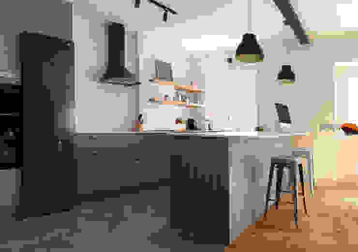 Cozinha-de-Estar em espaço aberto à Sala-de-Estar Desenho Branco Cozinhas industriais