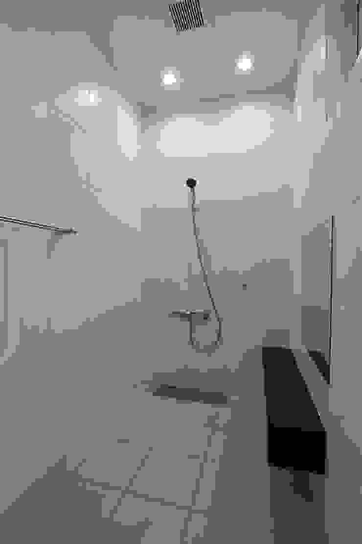 浴室 Style Create モダンスタイルの お風呂 白色