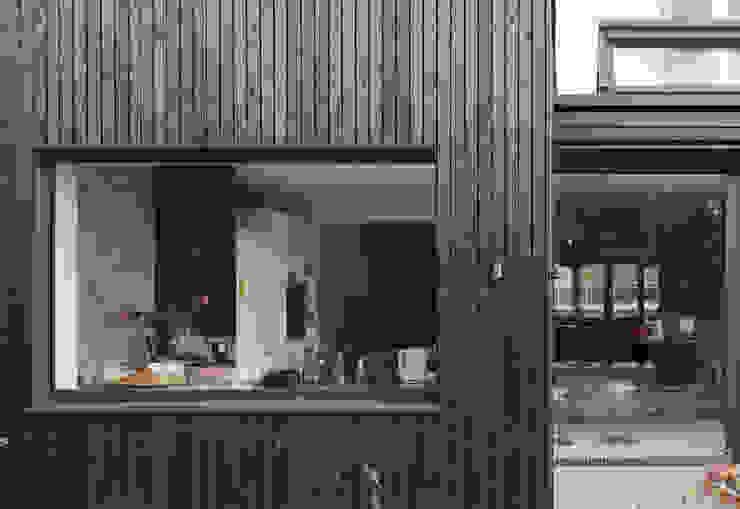 Fachada exterior DUQUE & SCHWARTZ Arquitectura y cooperación Casas unifamilares