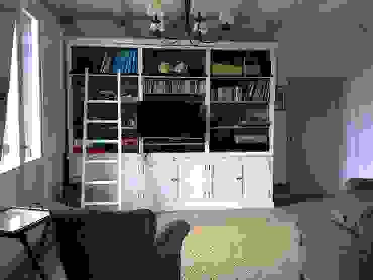 SunFlower's House-studio ID design di Silvia Franci Studio in stile mediterraneo Legno Bianco