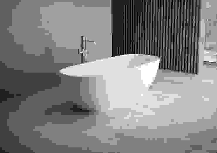 Vasca free standing in solide surface Bagno minimalista di LORENZINI G.& C. SNC Minimalista