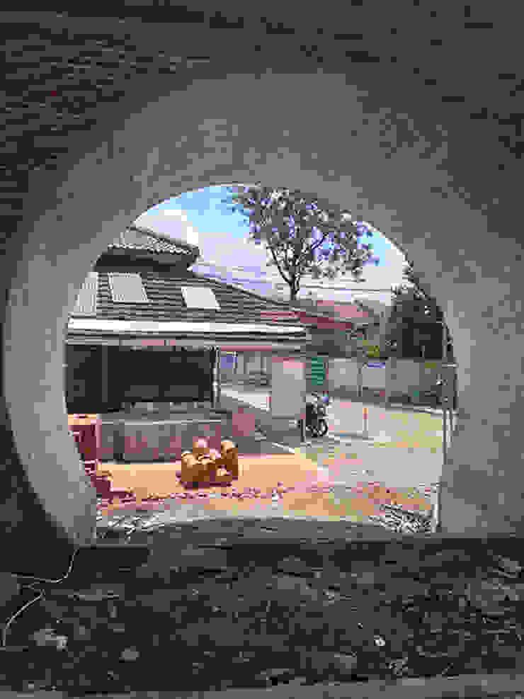 Kongliong beton Alfaiz Design Balkon, Beranda & Teras Modern Beton White