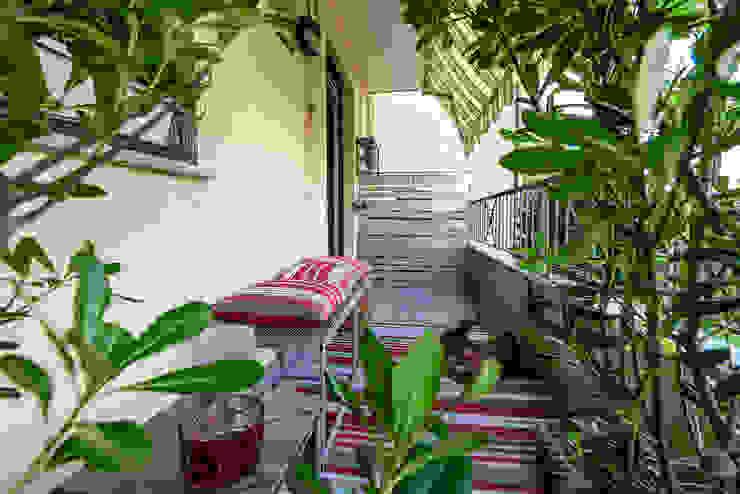 Terrazzo Essestudioarch Balcone, Veranda & Terrazza in stile moderno Rosso