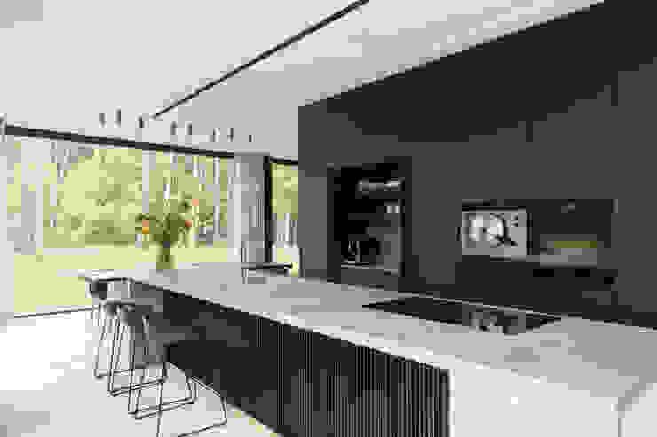 Niko Wauters architecten bvba Muebles de cocinas Madera Negro