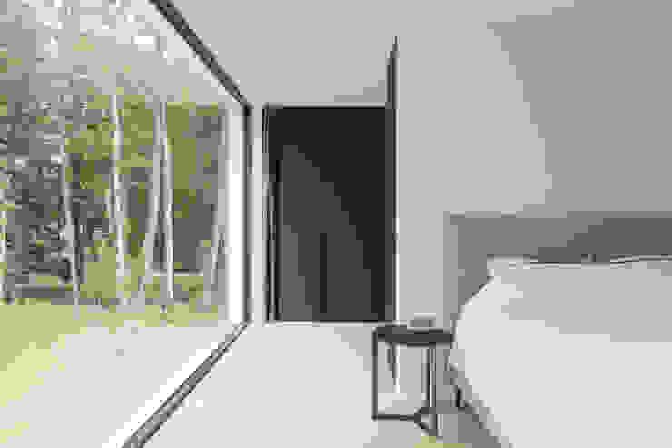 Niko Wauters architecten bvba Cuartos de estilo minimalista Madera Negro