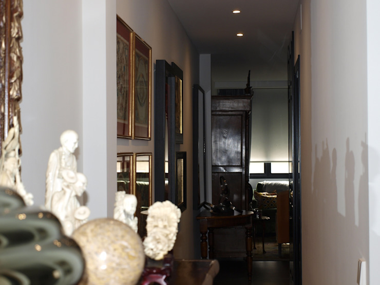 Estudio RYD, S.L. Classic style corridor, hallway and stairs Plastic Beige